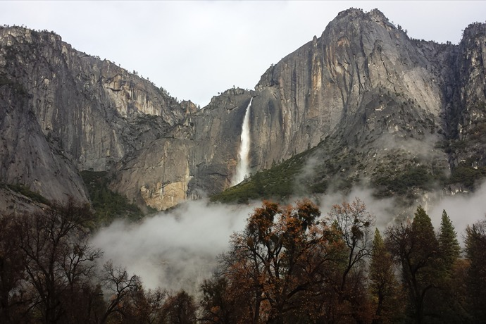 Yosemite waterfall_8839400233336980424