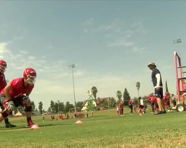 Fresno State football players brave the heat during practice_38378159