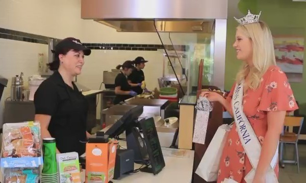 Miss_California_contestants_at_Deli_Deli_0_20180703181531