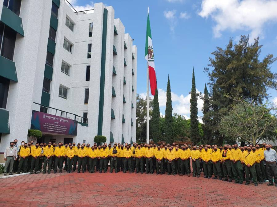 Mexico sending 100 wildland firefighters to help battle the SQF Complex2