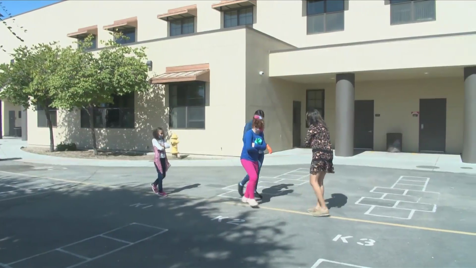 Small groups of students start returning to one Fresno Unified school