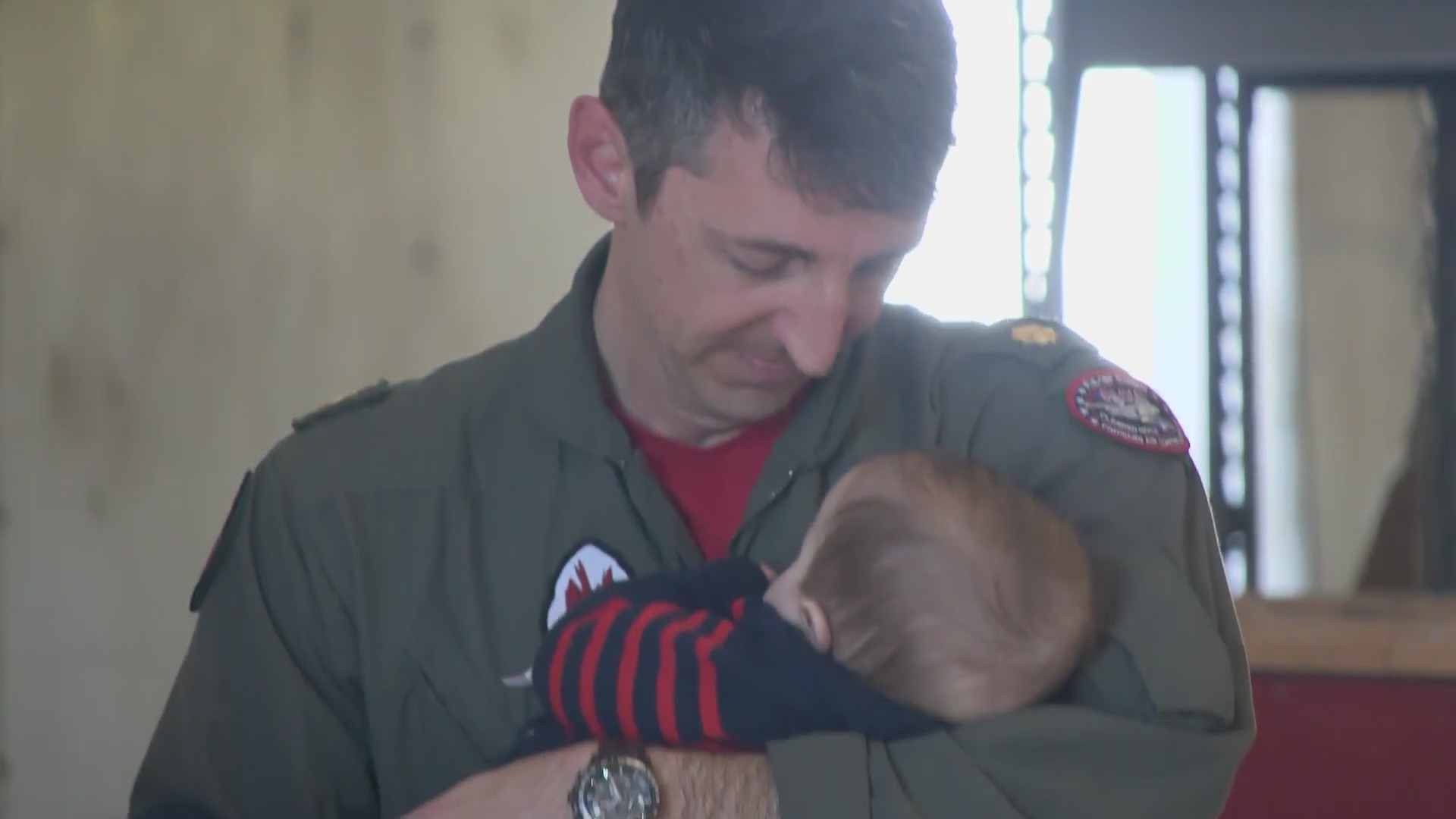 Navy pilot returns to Lemoore to meet his son for the first time