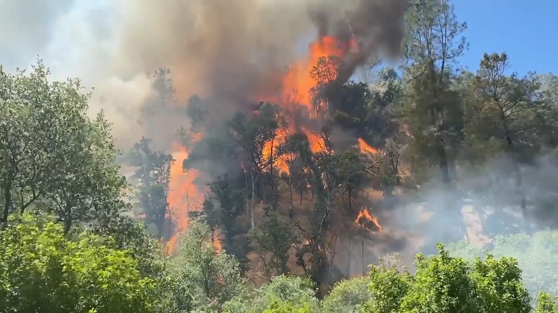 Fire on Oak Rd in the Yaqui Gulch area