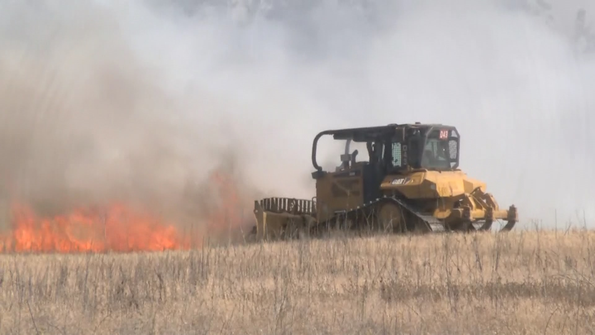 Large grass fire in northeast Fresno