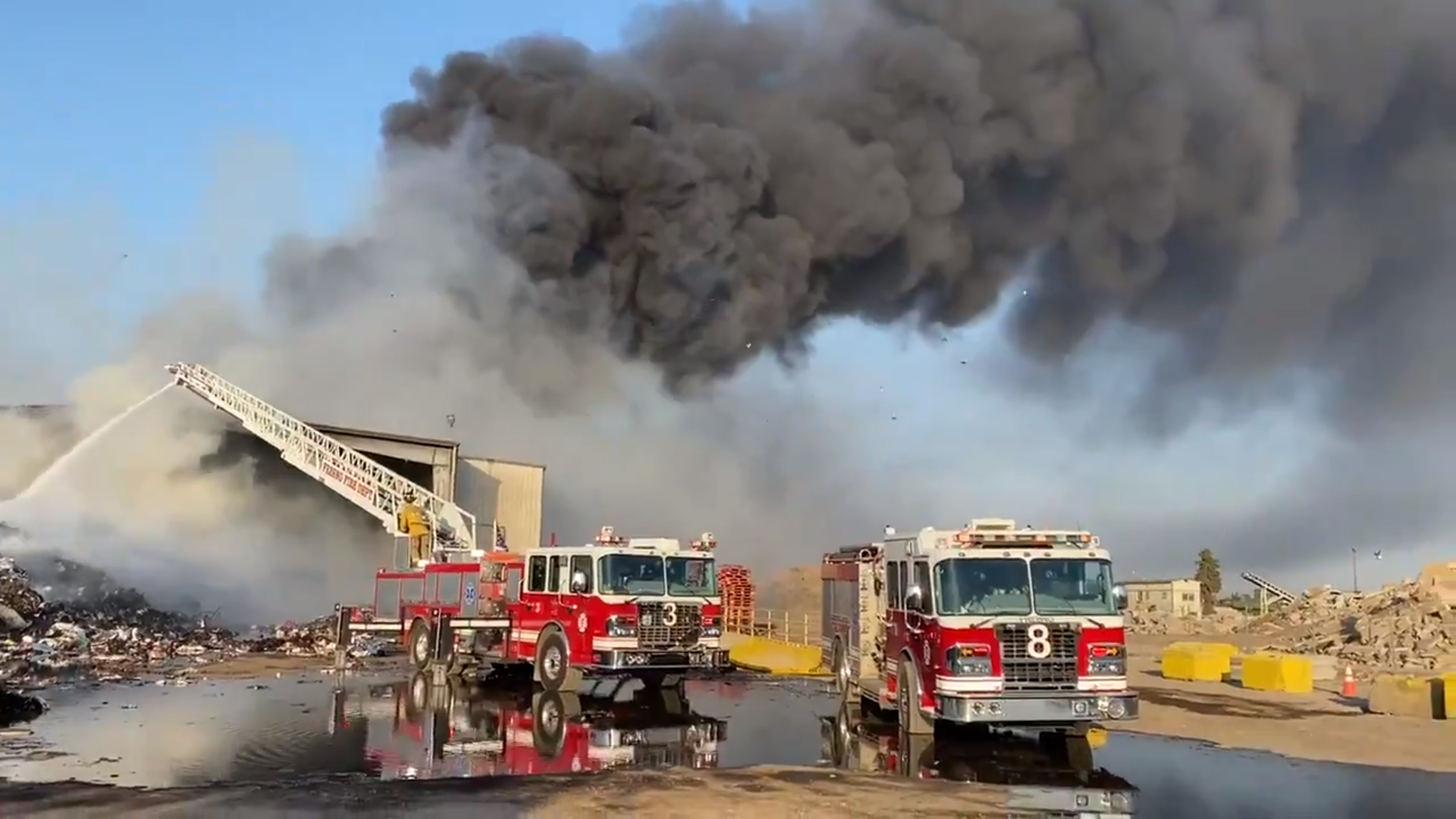 Over 60 firefighters battle blaze next to Hwy 99 in Fresno