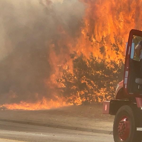 3-acre grass fire spreads smoke north of Fresno