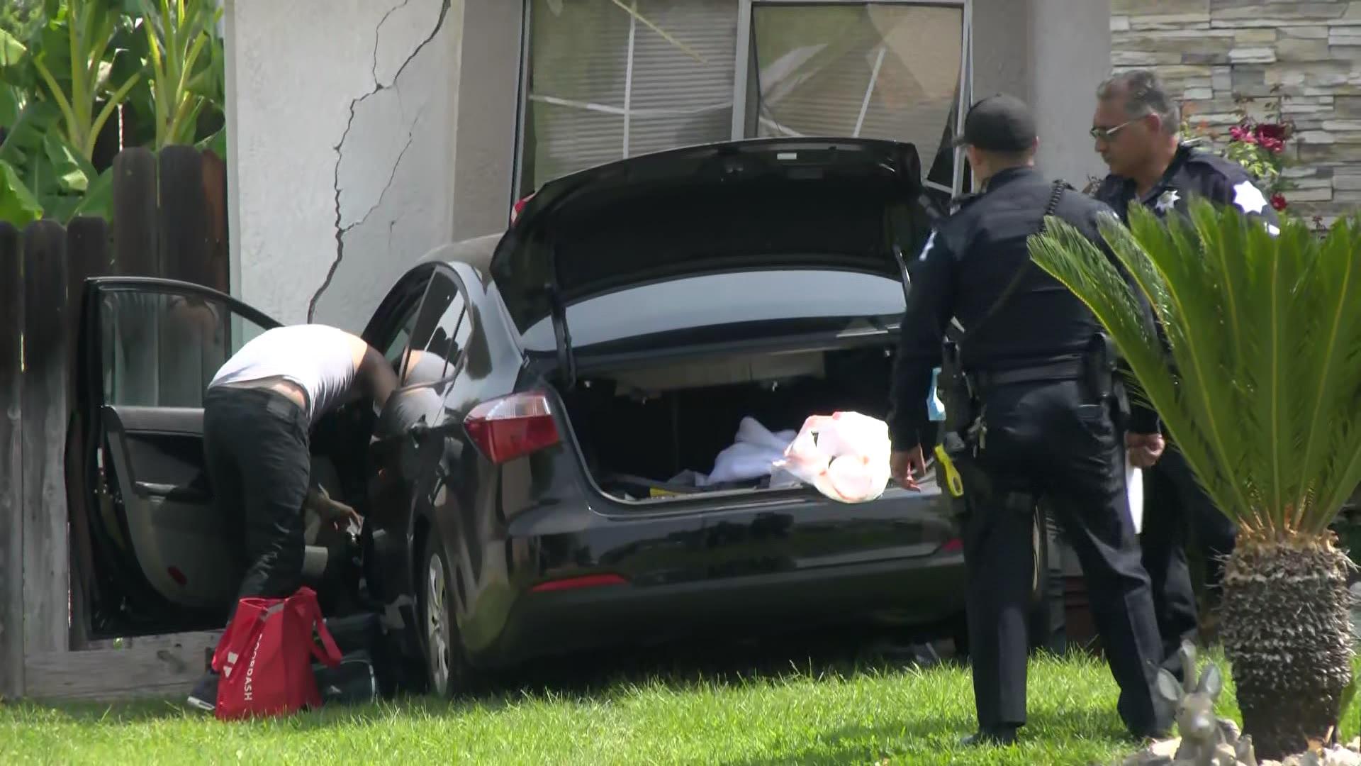 Car crashes into Fresno home